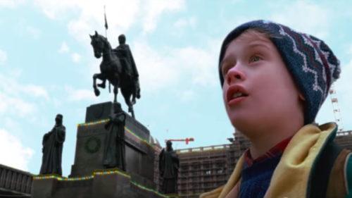 Kevin McCallister prožívá vánoční dobrodružství v České republice.