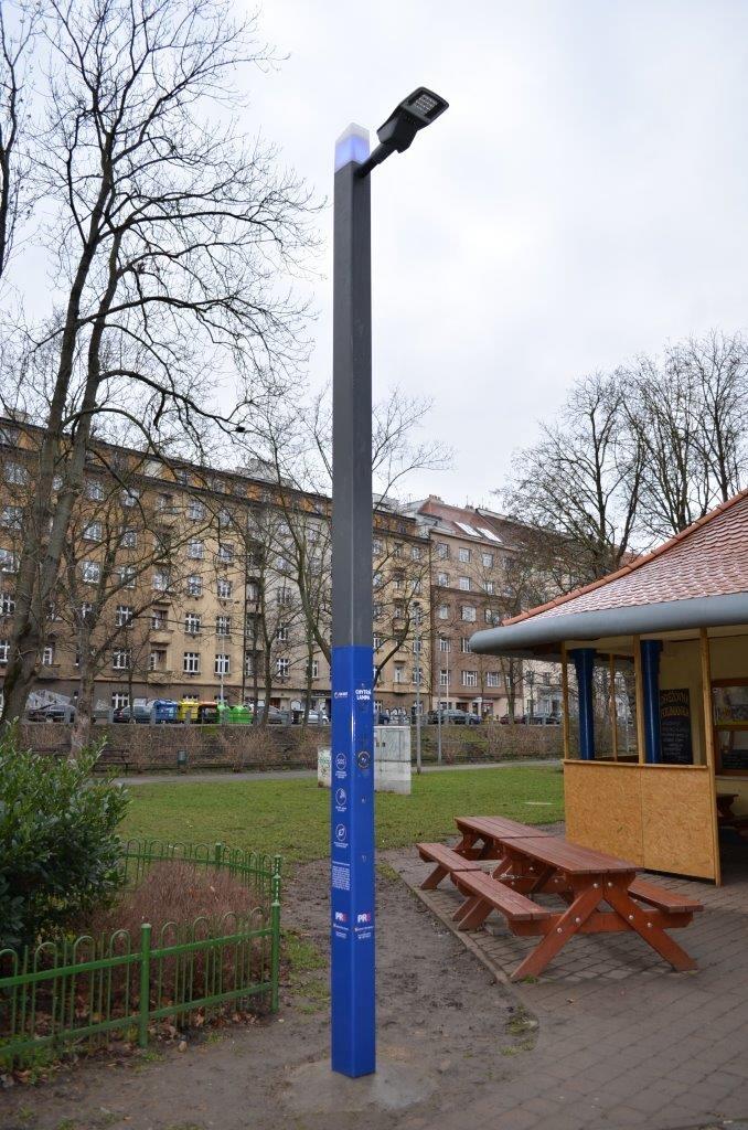 Chytrá lampa v parku Folimanka.