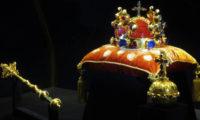 Svatováclavská koruna, Královské žezlo a Královské jablko.