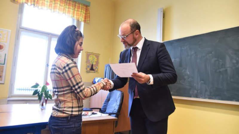 Ministr školství Robert Plaga se setkal s handicapovanými středoškoláky.