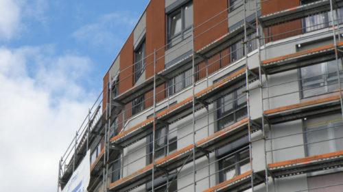 Rostoucí cenu nového bydlení v Praze způsobuje neuvěřitelně dlouhý povolovací proces a také nedostatek pozemků vhodných pro rezidenční výstavbu.