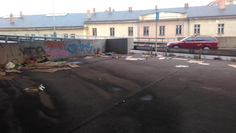 Křižovatka U Bulhara před úklidem. Foto: Magistrát hl. m. Prahy
