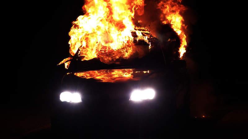 Požár automobilu (ilustrační foto).