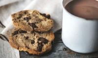 Sušenky s horkým kakaem.