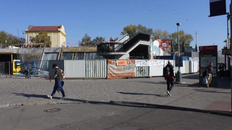 Stanice metra Vltavská na lince C aktuálně prochází rekonstrukcí.
