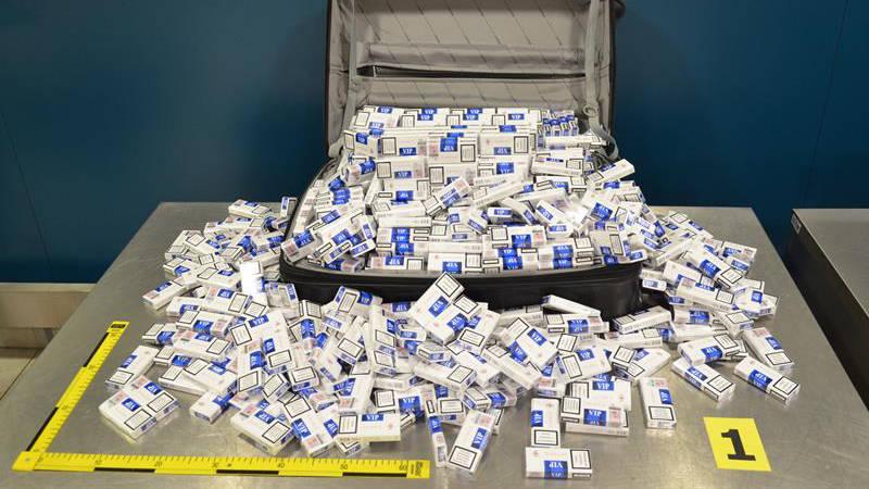 Zásoba pašovaných cigaret by průměrnému člověku vystačila na několik let.