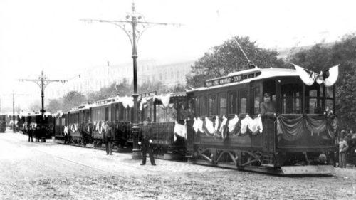 Historie městské hromadné dopravy v Praze je bohatá.