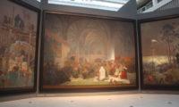 Husitský triptych Kouzlo slova z cyklu Slovanská epopej od Alfonse Muchy vystavené ve Veletržním paláci Národní galerie v Praze v roce 2012.