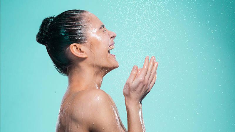 Sprcha osvěží tělo i mysl.