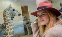 Kmotra Nely, Iva Pazderková, malé žirafě popřála šťastný život a spoustu sourozenců.