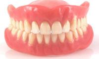Mezi kuriózní věci, které Pražané zapomínají v MHD, patří i zubní protézy.