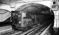 Pařížské metro začalo jezdit v roce 1900.