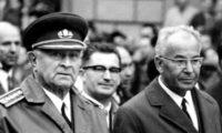 Dva rivalové. Generál Ludvík Svoboda a kariérista Gustáv Husák.